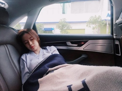 Bất ngờ trước nhan sắc thực sự của mỹ nhân Việt khi bị chụp lén