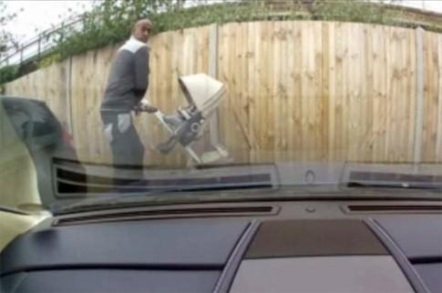 Bị truy nã vì dùng chìa khóa cào xước Aston Martin