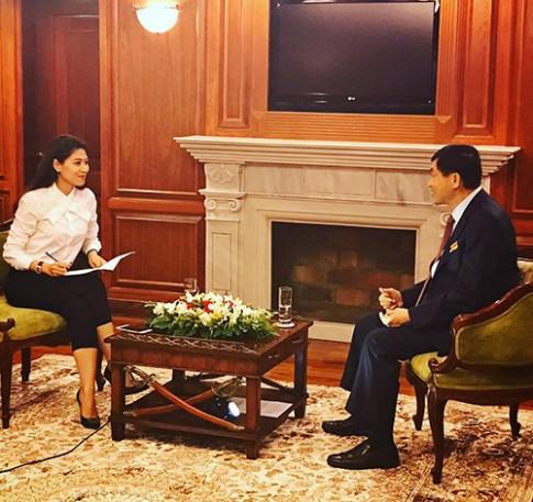 Bố chồng Hà Tăng lần đầu tiên nói về con dâu nổi tiếng
