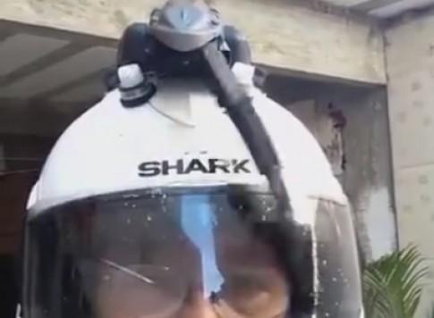 Cần gạt nước cho mũ bảo hiểm