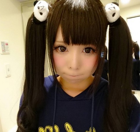 Cô gái Nhật có mặt mộc và sau trang điểm không liên quan tí nào