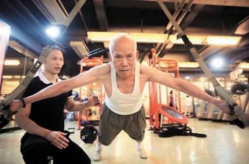 Cụ già 93 tuổi vẫn nghiện tập gym