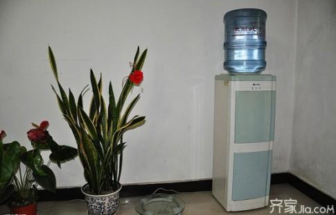 Đặt bình uống nước sai vị trí khiến Ngũ hành tương khắc