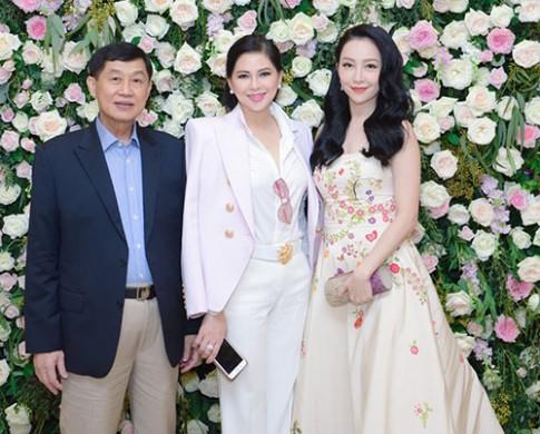 Diễn viên Thủy Tiên và chồng Johnathan Hạnh Nguyễn nổi bật giữa dàn sao Việt