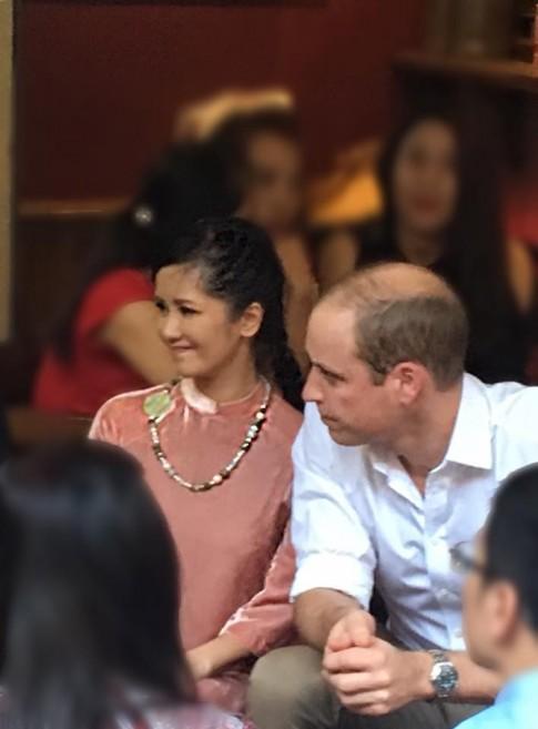 Diva Hồng Nhung khoe khoảnh khắc đẹp dịu dàng bên Hoàng tử Anh William