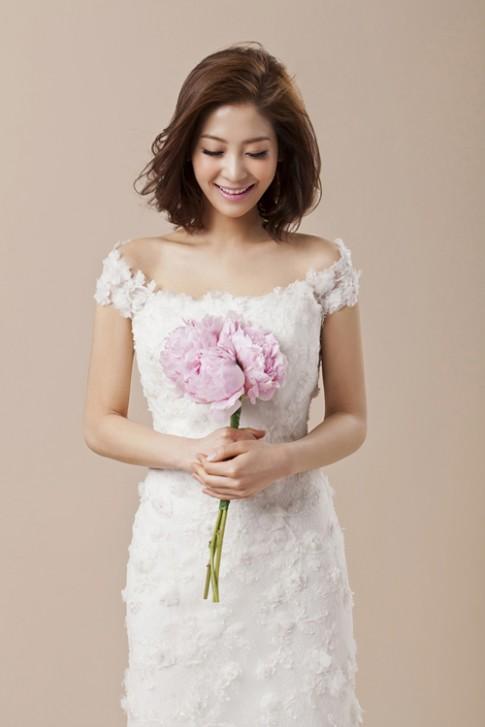 Dù tóc ngắn nhưng bạn vẫn là cô dâu xinh đẹp nhất khi tạo kiểu như này