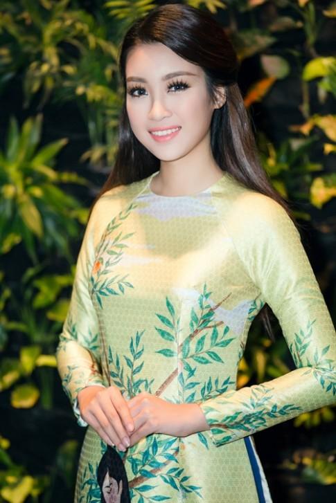 Fan đã mắt với sự biến hóa đẹp miễn chê của Hoa hậu Mỹ Linh