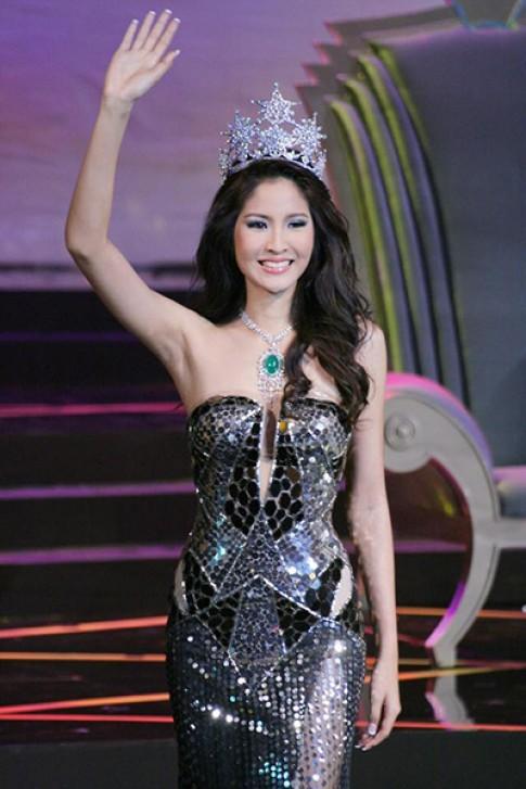 Hoa hậu Hoàn vũ Thái Lan 2007 dự show của Đỗ Mạnh Cường