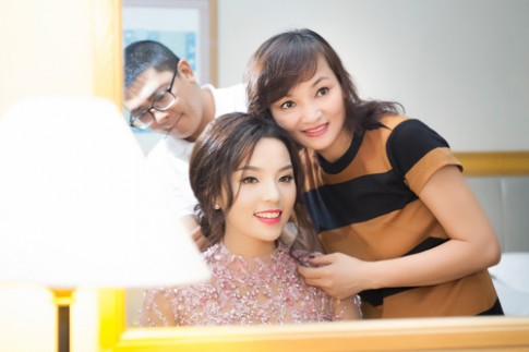 """Hoa hậu Kỳ Duyên """"chạy"""" show liên tục"""