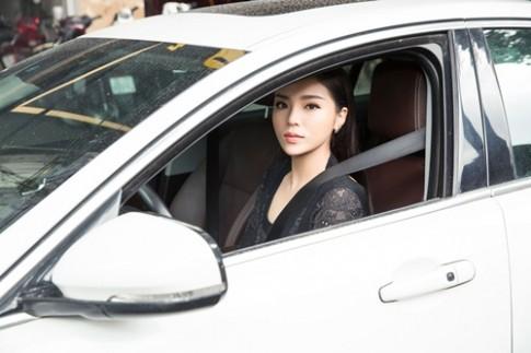 Hoa hậu Kỳ Duyên sở hữu xe sang khi vừa tròn 20 tuổi