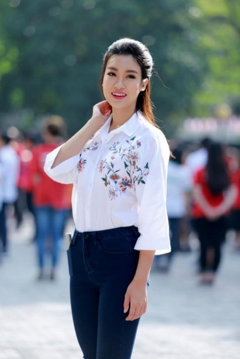 Hoa hậu Mỹ Linh: 'Em vẫn là cô học trò nhỏ của các thầy cô'