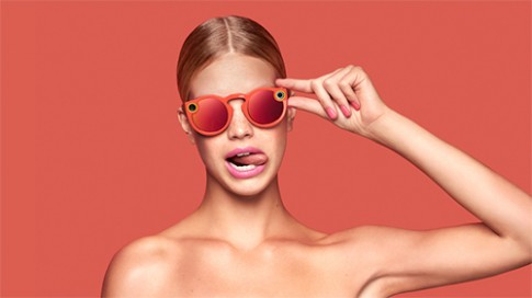 Hôn phu tỷ phú của Miranda Kerr giới thiệu mắt kính biết chụp ảnh và quay video