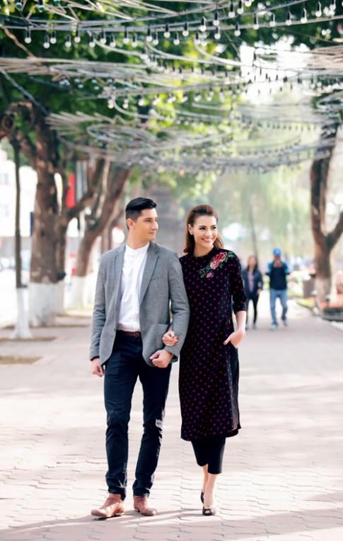 Hồng Quế diện áo dài, bên bạn nhảy dạo phố Hà Nội