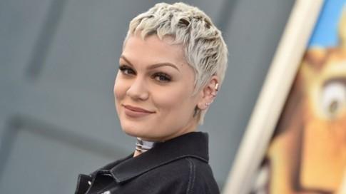 Jessie J hợp tác cùng Make Up Forever cho ra BST mỹ phẩm mới