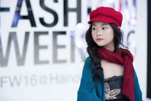 Không nghi ngờ gì nữa, đây chính là cô bé nổi bật nhất Hà Nội tuần qua