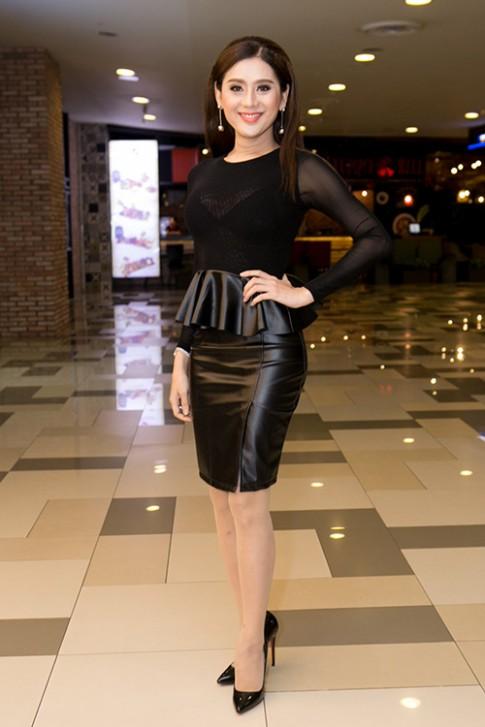 Lâm Chi Khanh ngày càng xinh đẹp và nữ tính ở tuổi U40