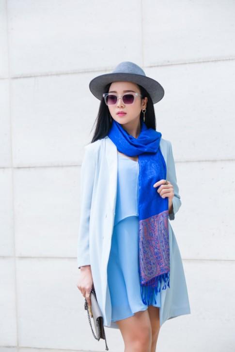 Làm mới phong cách thu đông với chiếc khăn choàng cổ.