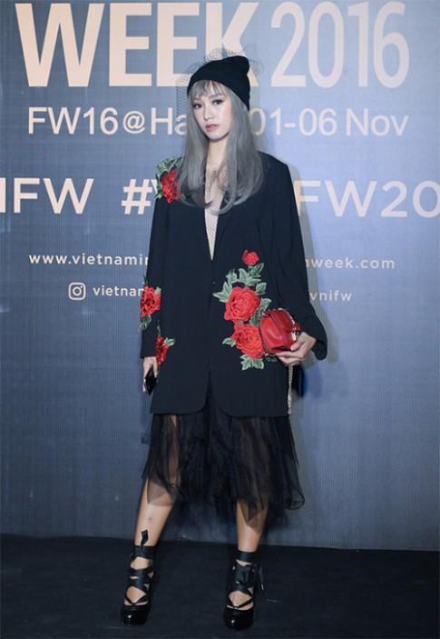 Lật tẩy bí mật mái tóc đẹp lung linh của sao Việt