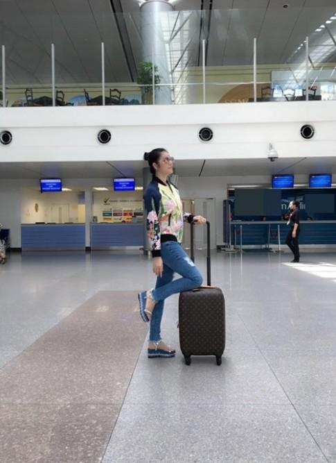 Lý Nhã Kỳ sợ bạn trai buồn khi đi công tác nước ngoài liên miên