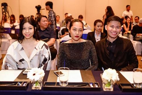 Mai Ngô gây choáng khi khoe nội y tại họp báo Elle Show
