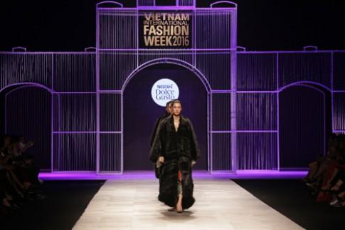 Mãn nhãn với BST lấy cảm hứng từ cà phê tại Tuần lễ thời trang quốc tế.