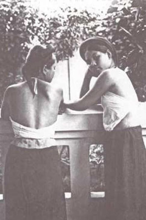 Mê mẩn 'lưng ong' của phụ nữ Việt xưa