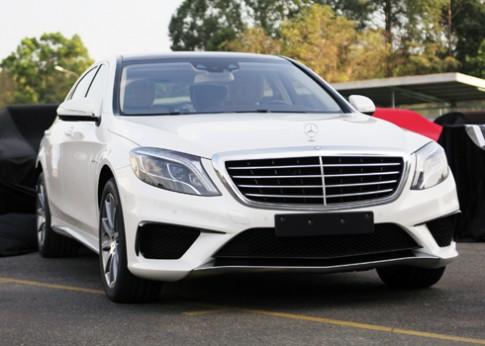 Mercedes S63 AMG giá gần 9 tỷ đồng về Việt Nam