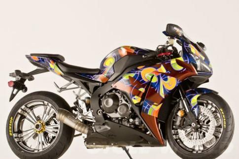 Mua vé số từ thiện trúng Honda CBR1000RR độ