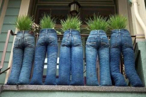Muôn kiểu sáng tạo khiến bạn cười lăn từ quần jeans cũ