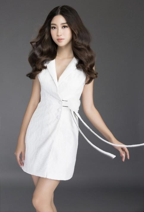 Mướt mắt ngắm HH Mỹ Linh thả dáng trong loạt váy ren hoa