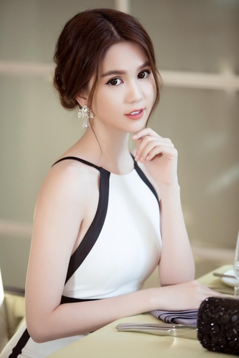 """Ngọc Trinh đang cân nhắc 2 dự án phim sau """"Vòng eo 56"""""""
