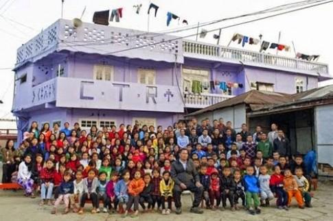 Ngôi nhà 100 phòng của người đàn ông có 39 vợ