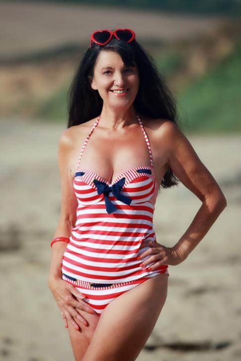 Ngực vẫn căng đầy, eo vẫn thon gọn, ai có thể tin đây là bà lão 70 tuổi?