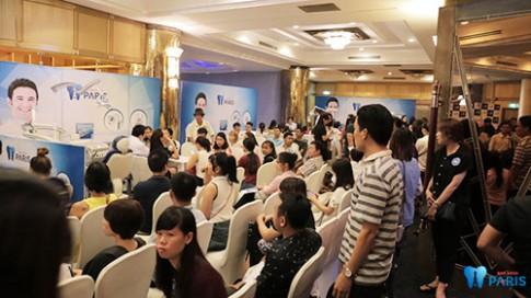 Người Việt hào hứng khám răng tại chuỗi hệ thống nha khoa công nghệ Pháp.