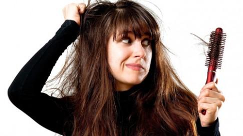 Những nguyên nhân gây rụng tóc không ai ngờ đến.