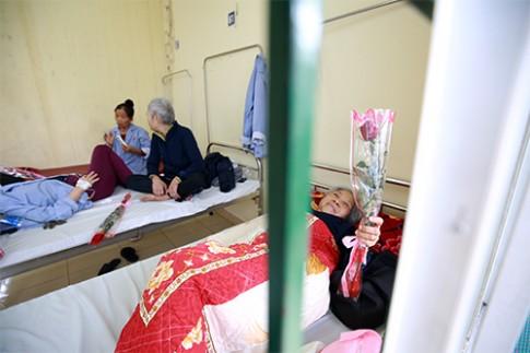 Niềm vui nhỏ của nữ bệnh nhân ngày Quốc tế phụ nữ