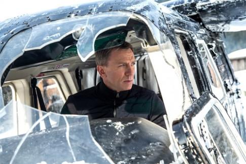 Phim James Bond phá dàn xe sang giá 37 triệu USD