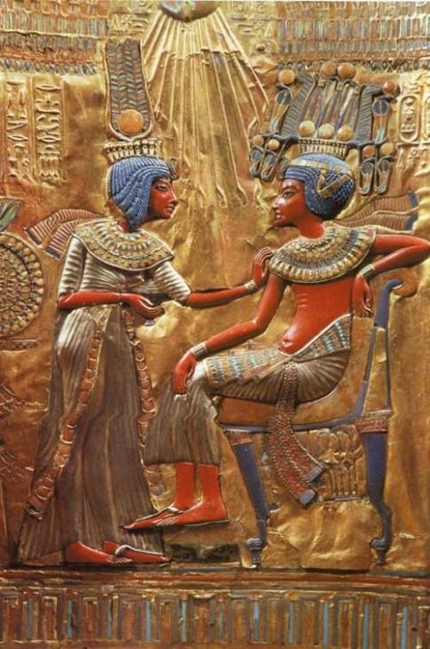 Phong cách Cleopatra 'sống mãi' trong làng thời trang