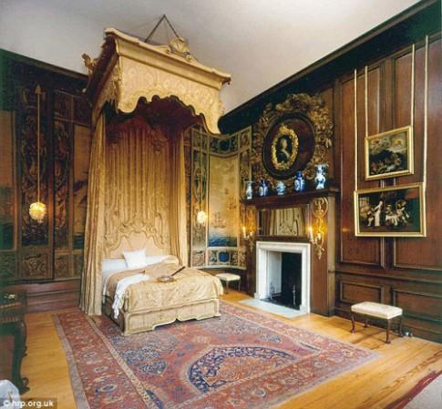 Phòng ngủ Hoàng gia Anh ẩn chứa bí mật gì?