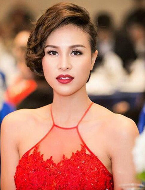 Phương Mai, Chi Pu trang điểm đẹp với đôi mắt sâu thẳm