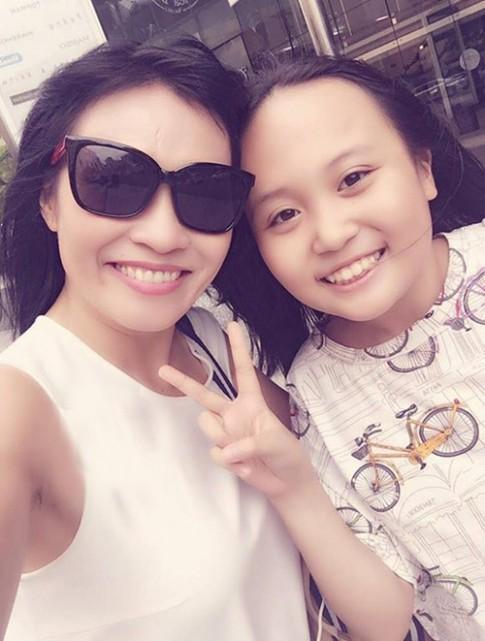 Phương Thanh lần đầu khoe con gái sau 11 năm giấu kín