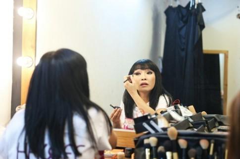 Phương Thanh tái xuất truyền hình sau chuyến tu học, Cao Thái Sơn bịt mắt đi ghi hình