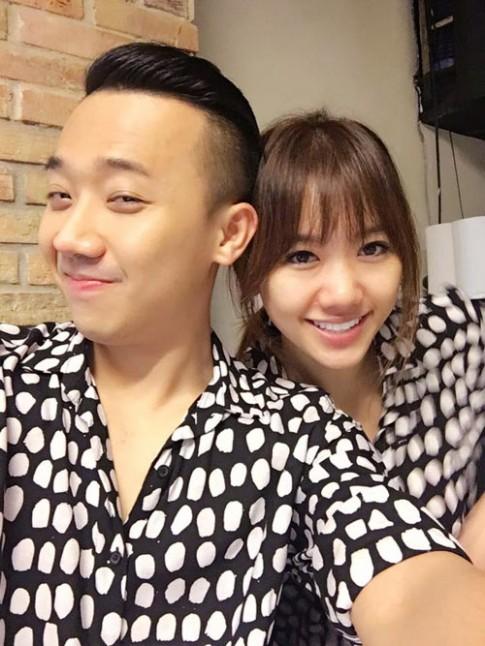 Sao Việt 24h qua: Trấn Thành và Hari Won diện đồ đôi đi ăn đêm