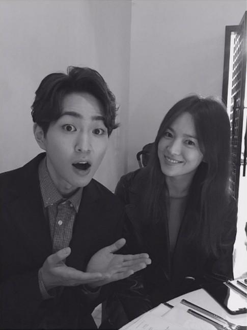 Song Hye Kyo đi đám cưới cùng trai đẹp sau tin hẹn hò Song Joong Ki tại Na Uy
