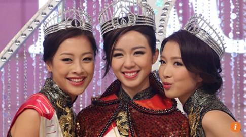 Tân HH Hong Kong mới đăng quang đã bị chê lép vế trước nhan sắc mẹ ruột