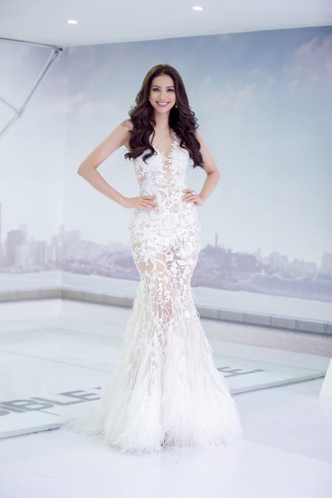 Thời trang sao Việt đẹp: Phạm Hương, Elly Trần, Ngọc Trinh ai xứng là nữ hoàng gợi cảm?