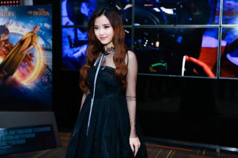 Thời trang sao Việt xấu tuần qua: 27 tuổi nhưng Midu bị nhận xét như U50