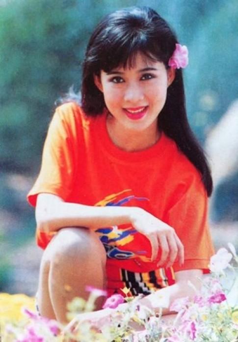 """Thời trang sao Việt xưa: Mãi nhớ vẻ đẹp """"vạn người mê"""" của bà mẹ 4 con này!"""