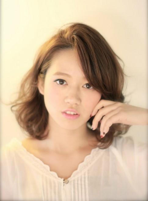 Tóc ngắn ngang vai đẹp Hàn Quốc cho bạn gái trẻ trung năng động 2017