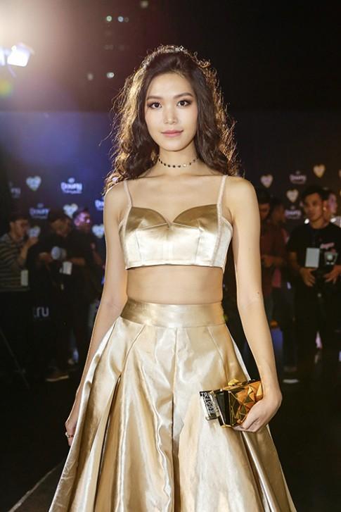 Tóc xù, eo thon, Hoa hậu Thùy Dung nổi bật nhất thảm đỏ thời trang